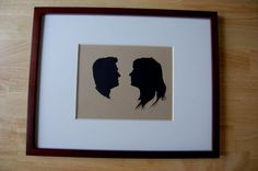 silhouette portrait - wondered how i could do this with small, wiggly kids. Silhouette Frames, Couple Silhouette, Silhouette Portrait, Knitting Patterns Free, Free Knitting, Free Crochet, Crochet Patterns, Valentine Day Crafts, Christmas Crafts