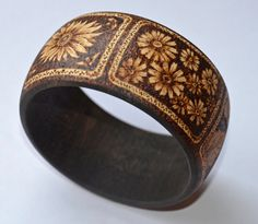 wood bracelet, pyrography
