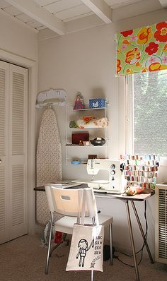 craft room that doubles as a guest room...like mine is aspiring to be! lol