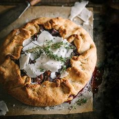 In the process of learning new editing skills in Lightroom I took a few older images and gave them an update. This image of my roasted beetroot & onion galette with shavings of goats cheese Pecorino was one of them. I share the recipe again on my blog because it's a goodie #linkinprofile . . . . #foodphotography #f52grams #beautifulcuisines #feedfeed #thekitchn #buzzfeast #womenandwine #lifeandthyme #foodstyling #chasinglight #provinciallife #foodgawker #still_life_gallery #eeeeeats…