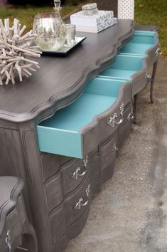 Furniture Shop Decor - Refurbished Furniture Boho - - - Old Furniture Illustration - Luxury Furniture Mirror Chalk Paint Furniture, Old Furniture, Refurbished Furniture, Repurposed Furniture, Furniture Projects, Furniture Stores, Furniture Outlet, Furniture Design, Chalk Paint Dresser
