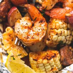 Boil Foil Packs Easy, tasty shrimp boil foil packs baked or grilled with summer veggies, homemade seasoning, fresh lemon, and brown butter sauce. The BEST and easiest way to make shrimp boil at home! Tasty Videos, Food Videos, Shrimp Boil Foil Packs, Salmon Foil Packets Grill, Shrimp Boil In Oven, Shrimp Bake, Shrimp Boil Party, Boiled Shrimp, Shrimp Pasta