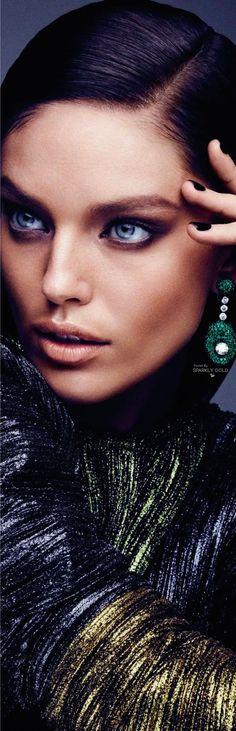 Emily DiDonato/Vogue Arabia March 17 Modelo Emily, Simply Beautiful, Beautiful Women, Blue Amber, Emily Didonato, Top Models, Strike A Pose, Green And Purple, Fashion Editorials