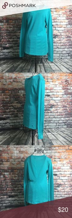 Under Armour Thermal top long sleeve size small Under Armour Thermal top long sleeve size small  Color teal  Women's  Perfect condition  See photos for measurements!! Under Armour Tops Tees - Long Sleeve