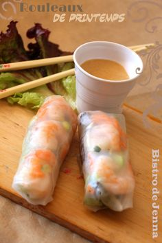 Spring Rolls-Peanut Sauce Mix all the ingredients of the sauce: 50 g of peanuts (salted or not) 2 tablespoons of water 5 cl of soy sauce 2 teaspoons of caster sugar 5 cl of coconut cream Source by Asian Cooking, Cooking Time, Healthy Snacks, Healthy Recipes, Snack Recipes, Cooking Recipes, Asian Recipes, Ethnic Recipes, Exotic Food