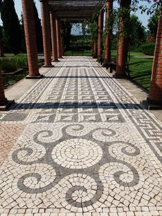 Cobblestone path way in a garden Ponte de Lima #Portugal JL