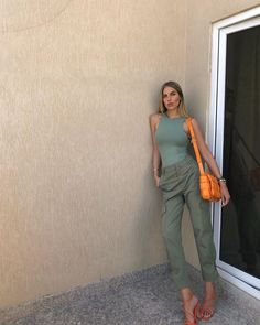 "Nastassja Olivia on Instagram: ""Lean on."" Her Style, Capri Pants, Outfits, Instagram, Fashion, Women's, Moda, Capri Trousers, Suits"