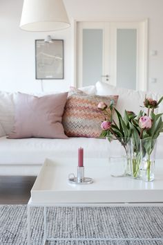 living room, shades of pastel pink, Hay tray coffee table. from Valkoinen Harmaja Living Room Interior, Home Living Room, Living Room Decor, Living Spaces, Interior Pastel, Living Room Inspiration, Design Inspiration, Lounge, House Design