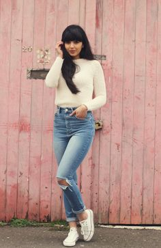 I still need some new ripped jeans and white chucks .. ASOS Farleigh Slouchy High-Rise jean http://asos.to/1bjATRI
