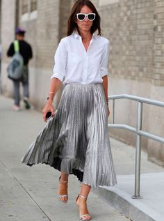 49 ideas for wedding guest skirt outfit chic Pleated Skirt Outfit, Metallic Pleated Skirt, Skirt Outfits, Pleated Skirts, Metallic Skirt Outfit, Flowy Skirt, Fashion Mode, Look Fashion, Sporty Fashion