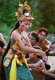 www.villabuddha.com  Bali  a kecak dancer performs as 'shinta' in the story of ramayana (uluwatu, bali)