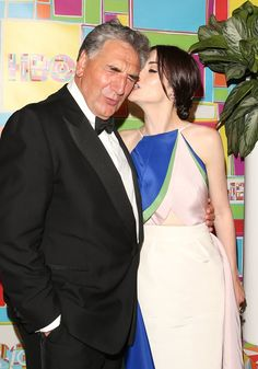 Pin for Later: This Week's Can't-Miss Celebrity Photos  Jim Carter wasn't quite taken with Michelle Dockery.
