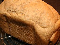 Lekker recept voor een dagelijks bruinbrood voor in de broodbakmachine. Bruinbrood is veel gezonder dan witbrood omdat het meer vitaminen en vezels bevat.