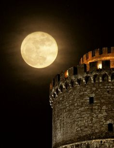 The White Tower and full moon. Romantic and beautiful Thessaloniki, Greece Mykonos, Macedonia Greece, Shoot The Moon, Good Night Moon, Beautiful Moon, Beautiful Space, Albania, Blue Moon, Stars And Moon