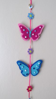 felt, felt butterfly, keçe, keçe kelebek, ağaç süsü, tree decoration Felt Garland, Felt Ornaments, Foam Crafts, Paper Crafts, Diy Crafts For Kids, Arts And Crafts, Diy Keychain, Butterfly Crafts, Felt Fabric