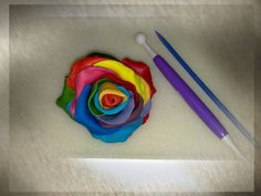 tutorial http://sugarcraftedintorni.blogspot.it/2011/03/rosa-arcobaleno.html