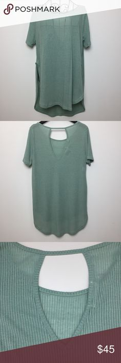 Wila - Promesa Mint Green Side Split Top Mint green with brown speckle side split top.  Short sleeve.  Scoop neck.  Open back.  85% polyester and 15% flax.  No trades.  Photos 5 & 6 are courtesy of Wila. Promesa Tops