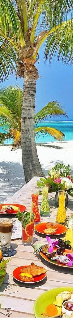 Lunch on the beach, Maldives