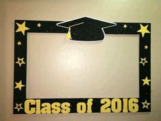 Photo booth frame for taking photos at graduation party - Decoration For Home Graduation Crafts, Kindergarten Graduation, Graduation Decorations, Graduation Year, Graduation Picture Frames, Graduation Pictures, Party Frame, Photos Booth, Graduation Celebration