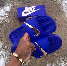 Nike Fashion Trendy Slippers - Memes Tutorial and Ideas Nike Shoes Blue, Cute Nike Shoes, Nike Air Shoes, Nike Fashion, Sneakers Fashion, Shoes Sneakers, Zapatillas Nike Jordan, Nike Slippers, Nike Sandals