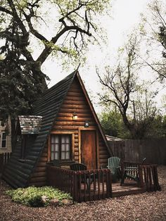An A-frame house is simple, some what conservatory actually yet it's also unforgettable and intriguing. Also, you can customize it and come up with your version for your dream house. Tiny House Cabin, Cabin Homes, Log Homes, Tiny Houses, A Frame Cabin, A Frame House, Cabins In The Woods, House In The Woods, Little Cabin