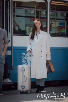 [Photos] New Stills Added for the Upcoming Korean Drama 'Crash Landing on You' Seo Ji Hye, Hyun Seo, Jung Hyun, Kim Jung, Fashion 2020, New Fashion, Winter Fashion, Fashion Outfits, Korean Beauty Girls