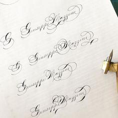 """Prove (bruttarelle ) di #superscription in #spencerian su un illustre nato di oggi. La superscription è una tecnica di signature writing (firma) che costituisce un argomento a sé dello spencerian: la linea """"viaggia"""" e unisce nome e cognome (o iniziali o iniziali e cognome) ripassando anche sopra i tratti già scritti. Su alcune di queste idee tornerò su per lavorarci... . . . #handlettering #handwriting #calligraphy #calligraphypractice #spencerianjourney #takeprideinpenmanship"""