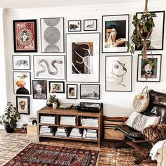 """""""I'm figuring out art for a few spaces and 's gallery wall is beyond 💣 for ideas. Such good midweek inspo from this shot ✖…"""" Inspiration Wand, Living Room Decor, Bedroom Decor, Master Bedroom, Everything But The House, Diy Home Decor, Sweet Home, House Design, Gallery Walls"""