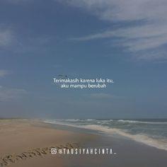 """Majelis Tausiyah Cinta 💌 di Instagram """"Aku ingin menulis sebuah kisah tentang patah hati, .  Kisah dimana egoku yg menggebu dan bisikan syaitan yg teramat sangat mendengung di…"""" Broken Home Quotes, Broken Heart Quotes, Islamic Love Quotes, Muslim Quotes, Cinta Quotes, Hurt Quotes, Sad Quotes, Life Quotes, Love In Islam"""