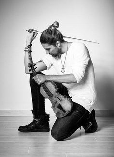 He inspires me a lot. David Garrett, Violin Photography, Musician Photography, Flautas, Star David, Business Headshots, My Only Love, Music Photo, Gorgeous Men