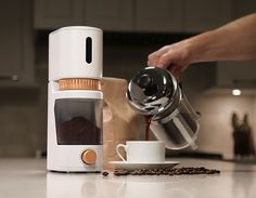 Voltaire: A portable, freshness-sensing coffee grinder by Get It Right | THE UT.LAB | Cool Kickstarter Projects *
