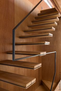 Love this simple handrail. 30 Stylish Staircase Handrail Ideas To Get Inspired Cantilever Stairs, Staircase Handrail, Interior Staircase, Stair Railing, Staircase Design, Handrail Ideas, Stair Design, Architecture Details, Interior Architecture