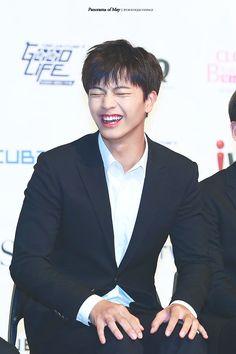 His laugh o my god o my god i'll dieeeeeeeee Yongin, Sungjae Btob, Minhyuk, Why Im Single, My Melody, Korean Artist, Seong, Pop Group, Korean Actors
