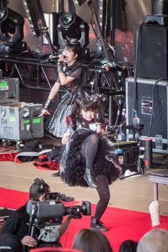 """【画像15枚】SU-METALが歌の女神ならMOAMETALは""""動""""の女神!LIVE中全力の三人写真まとめ! : BABYMETALまとめもりー"""