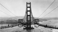 El modernista Puente de Brooklyn en construcción en el año 1883. Fue construido entre 1870 y 1883 para unir los distritos de Manhattan y de Brooklyn, en la ciudad de Nueva York. Con sus 1825 metros de largo, fue el puente colgante más grande del mundo hasta que en 1889 el puente de Forth Bridge le arrebato el récord.