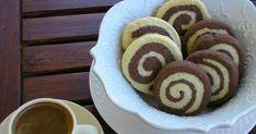 Και με αυτά τα τόσο χαριτωμένα δίχρωμα κουλουράκια τελειώνει το αφιέρωμα μου στα κουλουράκια. Ελπίζω να πήρατε μια καλή γεύση μια και ... Greek Desserts, Greek Recipes, Vegan Desserts, Cooking Time, Cooking Recipes, Biscuit Bar, Pie Cake, Sweet And Salty, Homemade Cakes