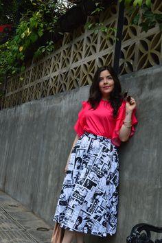 Las faldas midi, una opción romántica y femenina.