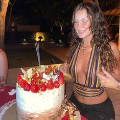 24th Birthday, Girl Birthday, Happy Birthday, Birthday Cakes, Bella Hadid Birthday, Modelos Victoria Secret, Hadid Instagram, Selfies, Isabella Hadid