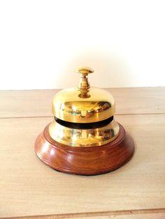 Escritorio Vintage Bell Service Desk / por LUCKYHOMEFINDS en Etsy