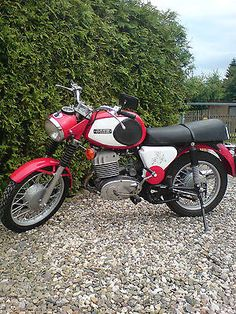 1973 MZ TS 250/1 Funny Cars, Mopeds, Car Humor, Cars And Motorcycles, Motorbikes, Cool Cars, Cool Stuff, Retro, Nice