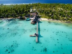 The Hotel Kia Ora Resort & Spa is located on the northwest part of the atoll of Rangiroa, between the passes of Tiputa and Avatoru.