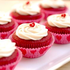 Valentines meal with soup, chicken, healthy red velvet cupcakes and drinks Cupcakes Red Velvet, Bolo Red Velvet, Cupcake Cookies, Mini Cupcakes, Valentine Cupcakes, Valentine Party, Sweet Cupcakes, Valentines Food, Valentine Ideas