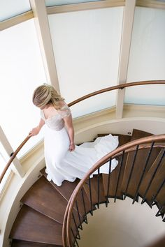 We love this #photo of the #bride walking down the stairs of the #bridalsuite at Wheatleigh!  #berkshirewed #taraconsolatievents Photo: Scott Clark Photography