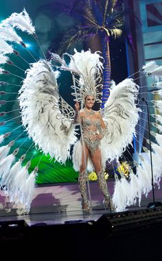 Annual Pageantarena Awards: Top 16 Nominees For Best In National Costume… Showgirl Costume, Samba Costume, Burlesque Costumes, Dance Costumes, Carnival Girl, Brazil Carnival, Carnival Outfits, Miss Universe Costumes, Miss Universe National Costume