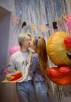 Cute Couples Goals, Couple Goals, Hyuna Kim, Ulzzang Hair, K Pop, Kpop Couples, Flower Shower, E Dawn, Triple H