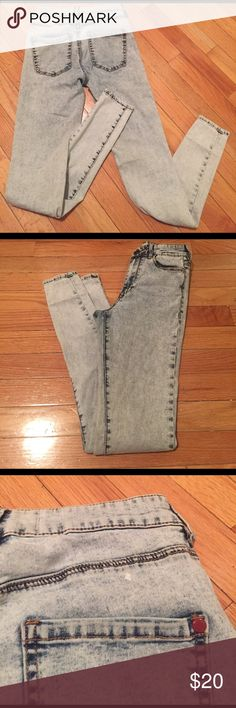 """Super High Rise Skinniest Bullhead Jeggings In great preworn condition. See light """"spots"""" in pictures.  This isn't damage to the jeans, but I wanted to be thorough as some people might consider it a """"flaw"""". I think it's just the acid wash look. These jeggings have real pockets like jeans but are still suuuper soft like leggings Bullhead Jeans Skinny"""