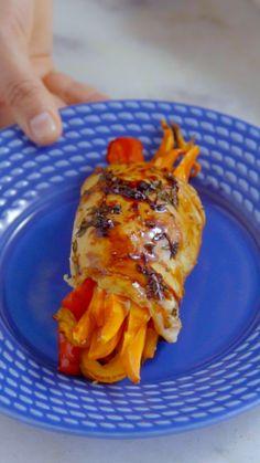 Essa receita deliciosa e super colorida de filé de frango à rolê vai fazer sucesso no almoço em família!