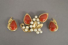 14K GOLD BROOCH AND EARRINGS SET WITH PEARLS AND CARNELIAN; 18.6GRAMS
