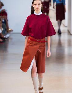 Il assure qu'il n'a pas eu besoin d'aller fouiller dans les archives pour s'inspirer. http://www.elle.fr/Mode/Les-defiles-de-mode/Pret-a-Porter-Printemps-Ete-2015/Femme/Milan/Jil-Sander/Fashion-Week-Jil-Sander-androgyne-sur-le-chemin-de-l-ecole-2804040
