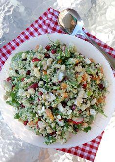 12 digge salater som passer perfekt til grillmaten! - LINDASTUHAUG Tzatziki, Summer Recipes, Pesto, Cobb Salad, Quinoa, Grilling, Mango, Summer Food, Red Peppers